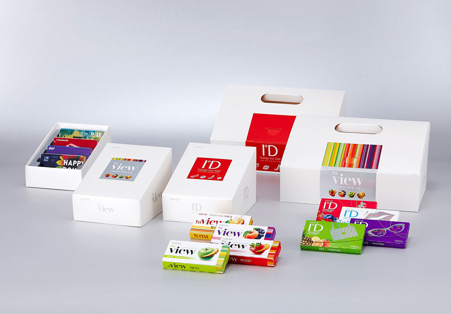 The new ID gum is a sub-brand of Stride but it goes much further. Its portfolio style packaging is similar to Stride but it's way cooler. It opens by pulling and turning the ID brand identity, revealing graffiti-style graphics when opened.